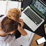 テレワークが長時間労働に陥りやすい原因は環境?【働きすぎのリスクと改善方法】